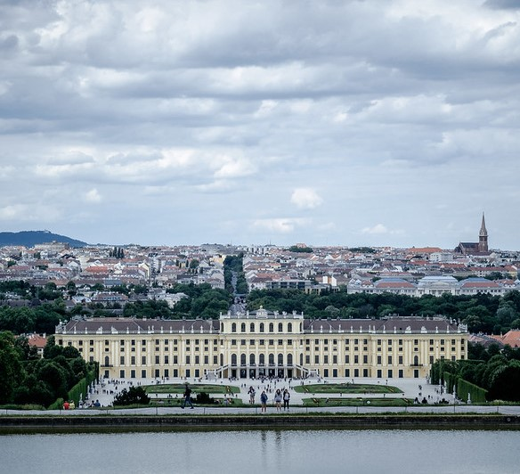 Wien (photo by Luca Sartoni on Flickr.com, edited by igbd.org, license: (CC BY-SA 2.0))
